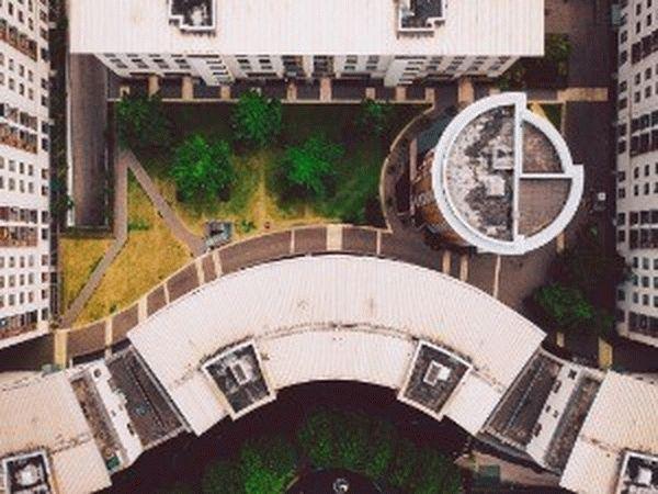 Сколько метров земли вокруг многоэтажного дома по закону положено жильцам